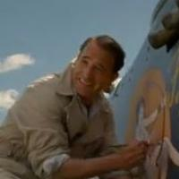 Jean Dujardin face à un George Clooney moustachu dans The Monuments Men
