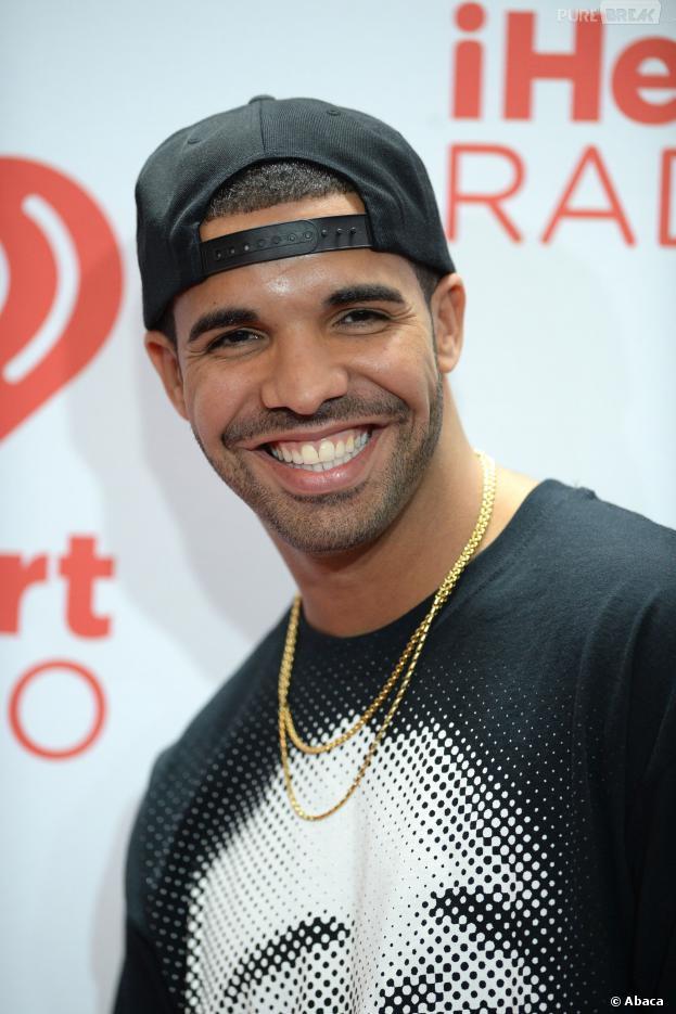 Drake : rappeur convoité par Selena Gomez et Khloé Kardashian