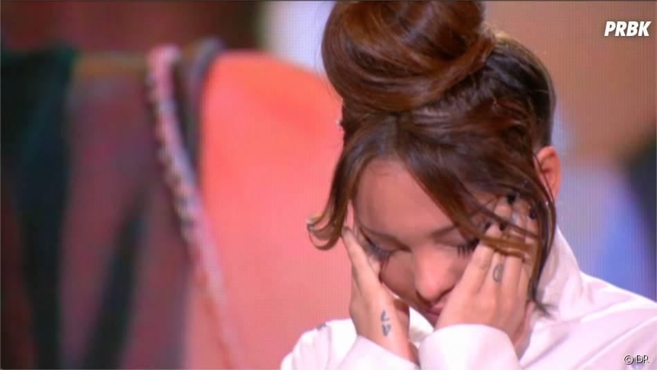 Nabilla Benattia émue en parlant de son papa dans Le Tube le 2 novembre 2013 sur Canal+