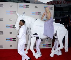Lady Gaga, Miley Cyrus, Katy Perry, One Direction... sur le tapis rouge des American Music Awards 2013 à Los Angeles, le 24 novembre 2013