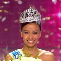 Flora Coquerel (Miss Orléanais) sacrée Miss France 2014, Twitter sous le charme