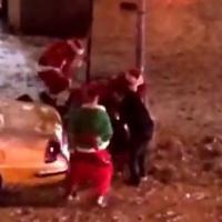 Baston générale de Pères Noël en plein New-York