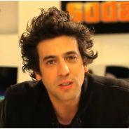 """Max Boublil """"clashe"""" The Voice pour la promo de son spectacle"""