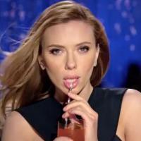 """Scarlett Johansson sexy et sensuelle dans la pub """"polémique"""" de SodaStream"""