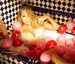 Mariah Carey en bikini dans sa baignoire pour la Saint-Valentin