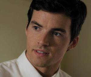 Pretty Little Liars : Ezra est-il A ?