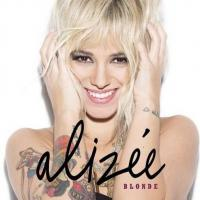 Alizée, blonde : ses hanches et ses fesses lui disent merci