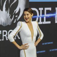 Shailene Woodley : décolletée jusqu'au nombril pour la promo de Divergente