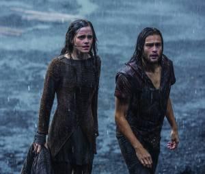 Emma Watson et Douglas Booth dans Noé