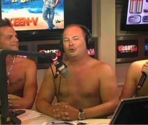 Cauet nu sur NRJ avec Keen'V et Kev Adams