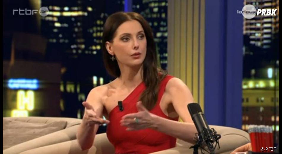 Frédérique Bel sans culotte dans le Dan Late Show