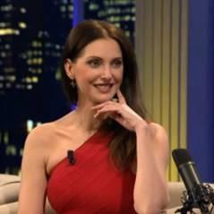 Frédérique Bel oublie sa culotte dans un talk-show belge