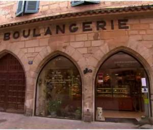 La meilleure boulangerie de France (M6) : un chat se prend une porte
