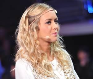 """Enora Malagré sur le plateau de """"La Nouvelle Star, ça continue"""" en 2014"""