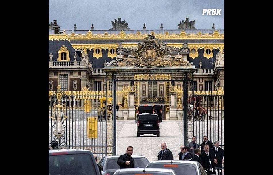 Sécurité et paparazzi au rendez-vous devant le château de Versailles pour le mariage de Kim Kardashian et Kanye West
