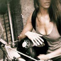 Shy'm, bikeuse sexy et décolletée sur Instagram