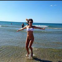 Capucine Anav : sexy en bikini et bien entourée sur Instagram