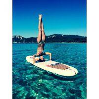 Laury Thilleman : pont acrobatique et poirier, la Miss toujours sexy en vacances