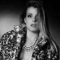 Alexia Mori : topless pour un shooting torride