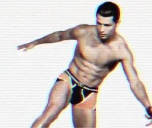 Cristiano Ronaldo à moitié nu pour CR7 Underwear