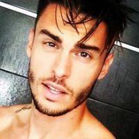 Baptiste Giabiconi : abdos, torse parfait... Ses vacances exhib' et hot