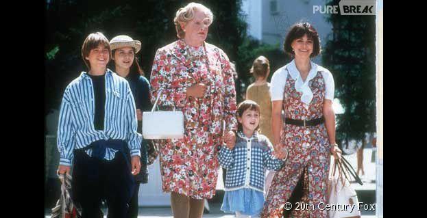 Mara Wilson (habillée en bleu sur la photo) a rendu hommage à Robin Williams