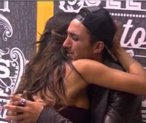 Secret Story 8 : Vivian en larmes dans les bras de Leila