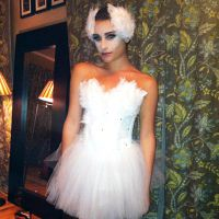 Lea Michele, chaperon rouge ultra sexy pour Halloween