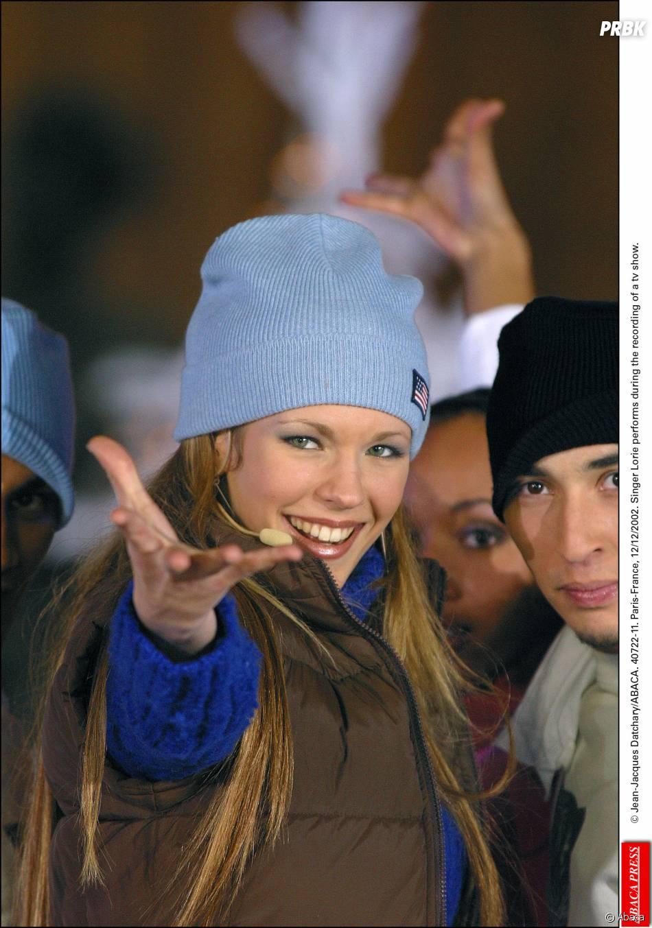 Lorie sur le plateau d'une émission télé en 2002
