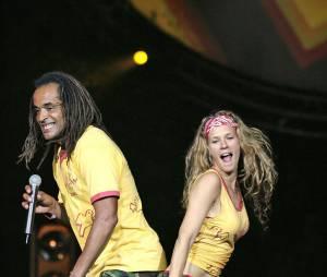 Lorie pendant un concert de Yannick Noah en 2005