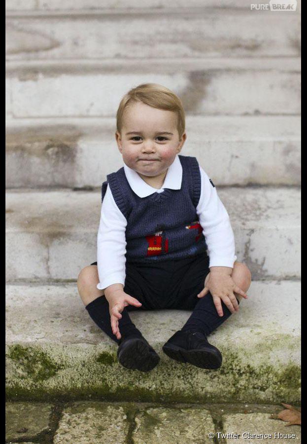 Prince George en novembre 2014 sur les marches de Kensington Palace