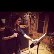 Karine Ferri en studio : chanteuse pour la bonne cause