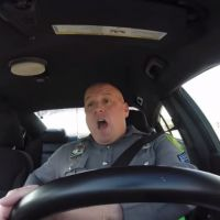 Taylor Swift : buzz géant pour la vidéo d'un policier en playback sur Shake It Off