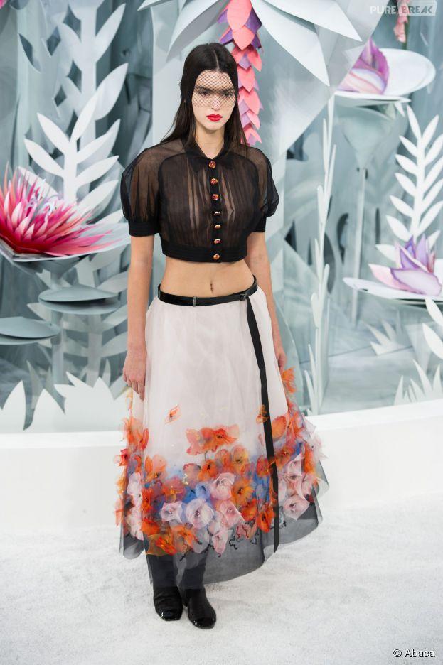 Kendall Jenner : ses tétons stars du défilé printemps/été de Chanel le 27 janvier 2015 à Paris