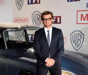 Simon Baker et la voiture du Mentalist, le 6 février 2015 au siège de TF1