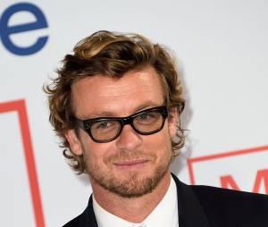 Simon Baker en lunettes pour l'événement Mentalist, le 6 février 2015 au siège de TF1