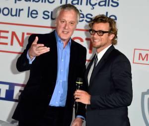 Simon Baker et Bruno Heller, le créateur du Mentalist, le 6 février 2015 au siège de TF1
