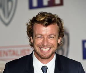 Simon Baker souriant pour fêter la fin du Mentalist, le 6 février 2015 au siège de TF1