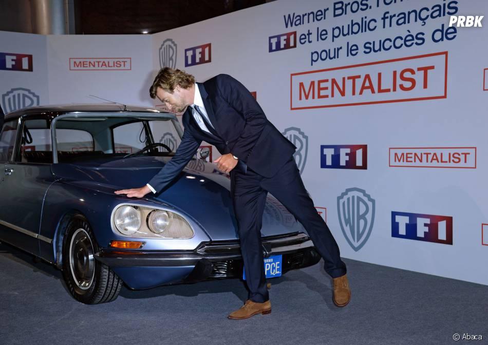 Simon Baker dit adieu à la voiture du Mentalist, le 6 février 2015 au siège de TF1