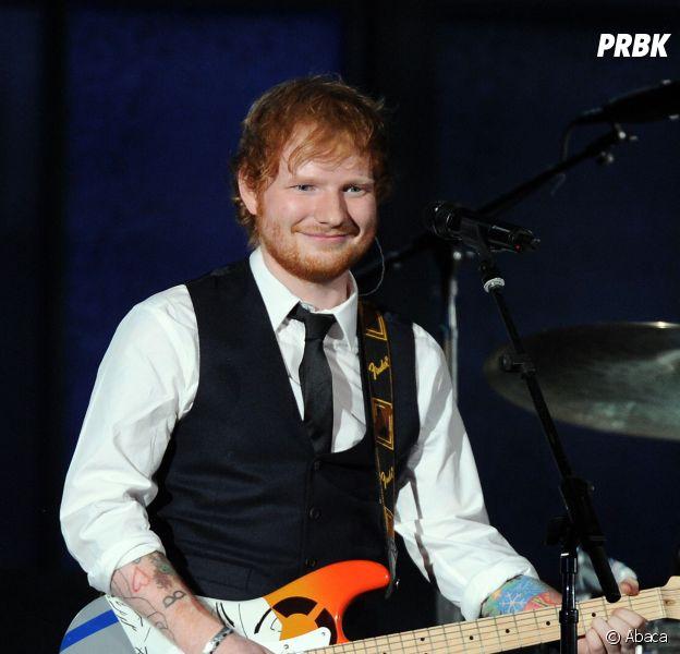 Ed Sheeran pris pour un serveur par Lady Gaga lors des Grammy Awards 2015
