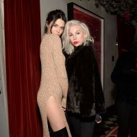 Kendall Jenner : courbes ultra sexy dans une robe (très) fendue