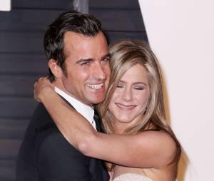 Jennifer Aniston et Justin Theroux amoureux à l'after party des Oscars 2015 organisée par Vanity Fair le 22 février