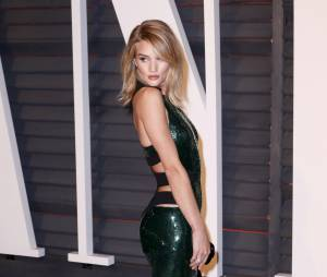 Rosie Huntington-Whiteley sexy à l'after party des Oscars 2015 organisée par Vanity Fair le 22 février