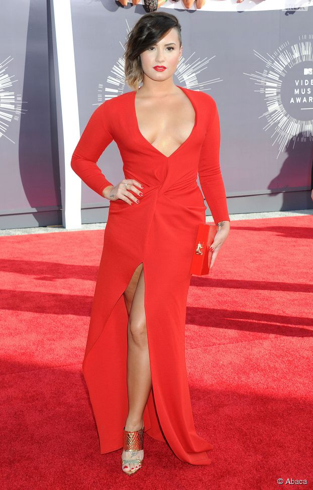 Demi Lovato sexy et décolletée aux MTV Video Music Awards 2014