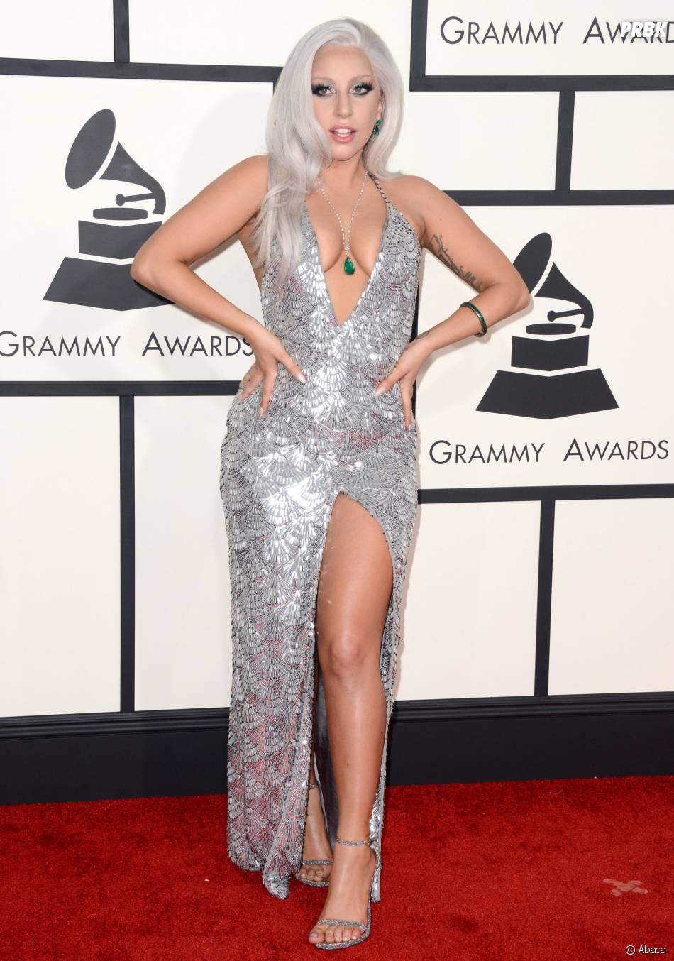 Lady Gaga sexy et décolletée aux Grammy Awards 2015