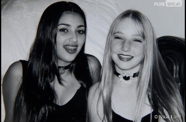 Kim Kardashian souriante à l'adolescence avec sa meilleure amie d'enfance Nikki Lund