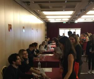 Séance de dédicaces pour les acteurs à la convention Gleek Reunion les 21 et 22 mars 2015 à Paris