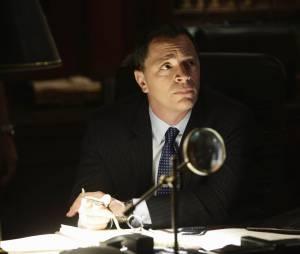Scandal saison 4, épisode 18 : David (Joshua Malina) sur une photo