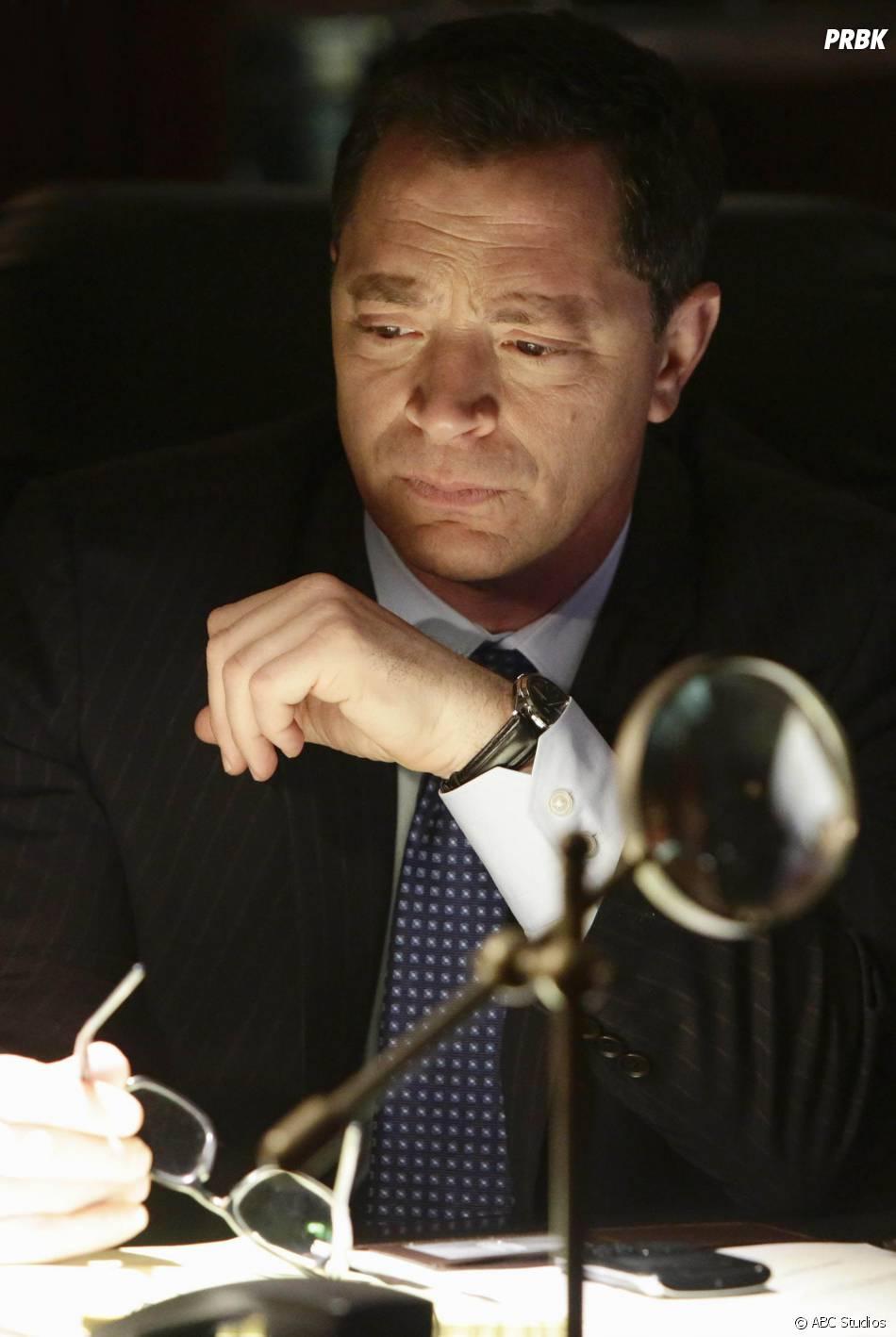 Scandal saison 4, épisode 18 : Joshua Malina sur une photo