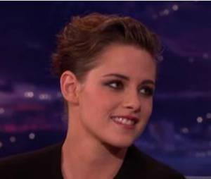 Kristen Stewart parle des César dans l'émission de Conan O'Brien, le 8 avril 2015